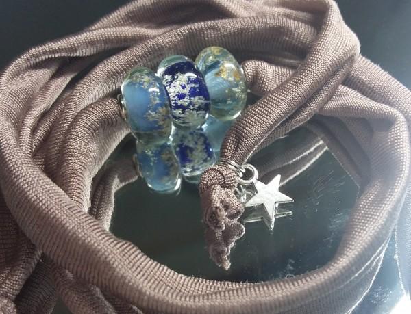 Wickelarmbang mit drei Glas-Ascheperlen, blau